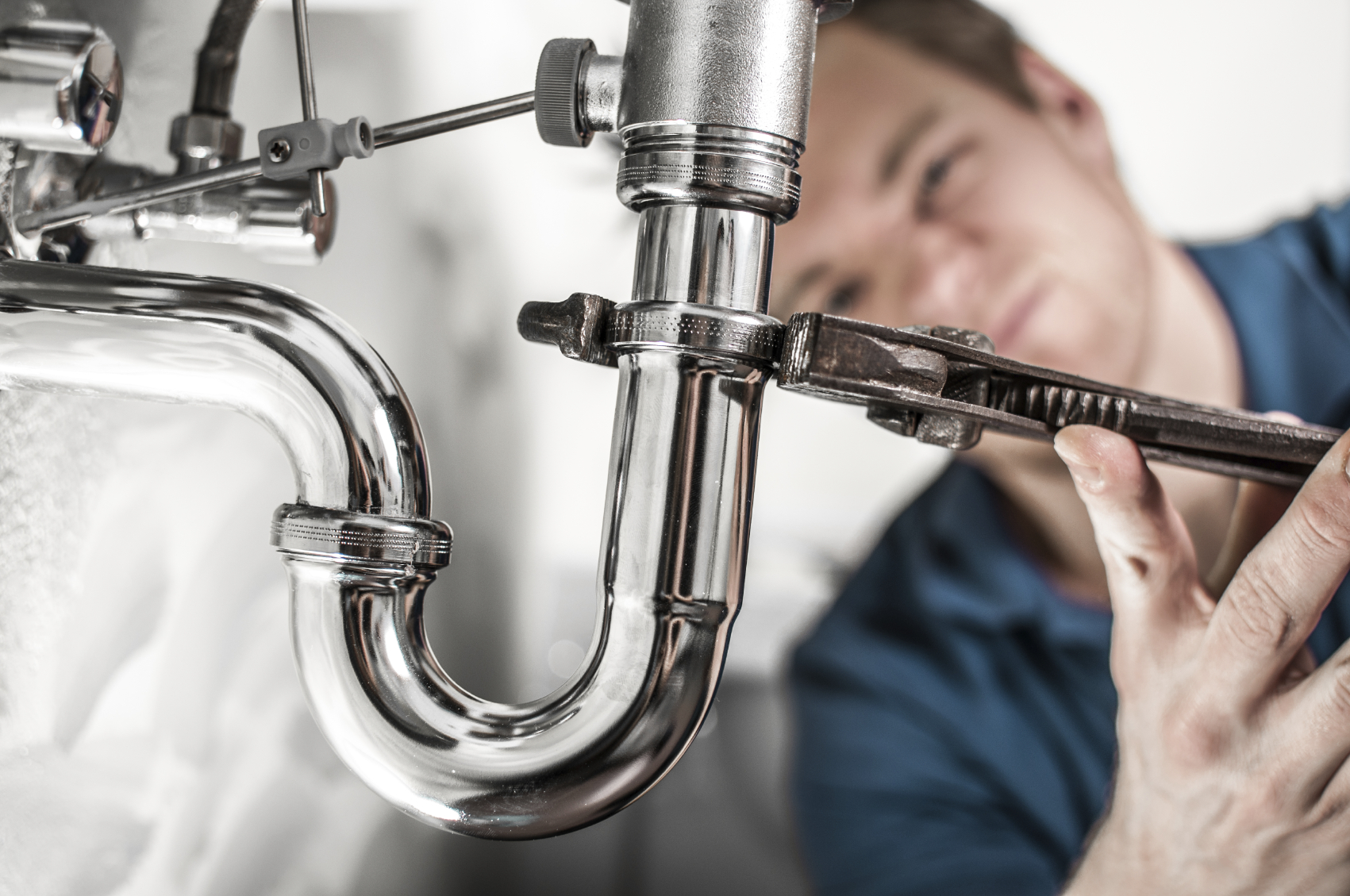 plumbin - For Plumbing Woes - Handyman or Pro?