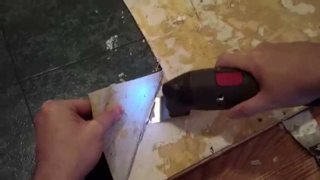 vymnl 1024x576 - DIY – Removing Vinyl or Flooring