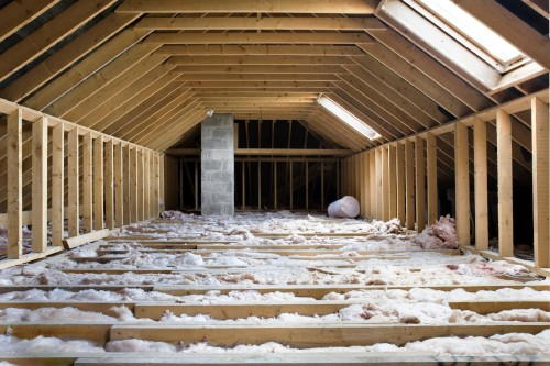 replacing-insulation-in-homes-saving-electricity